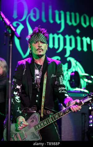 Los Angeles, California, USA. 11th May, 2019. May 11, 2019 - Los Angeles, California, U.S. - Johnny Depp of The Hollywood Vampires performs at The Greek Theatre Credit: Alexander Seyum/ZUMA Wire/Alamy Live News - Stock Image