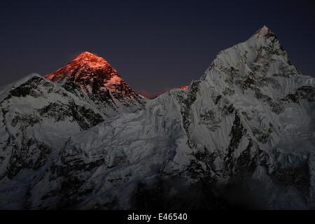 The last light of day illuminating the summit of Mount Everest, Sagarmatha National Park, Khumbu, Himalayas, Nepal, - Stock Image