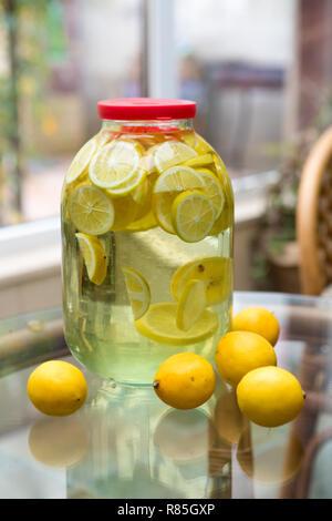 Limoncello liqueur de citron fait maison - Image