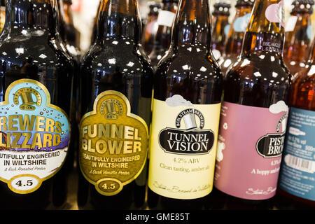 Bouteilles de bière à vendre. Swindon England Uk - Image