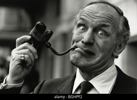 Boxer Henry Cooper is pipeman of the year - Stock Image