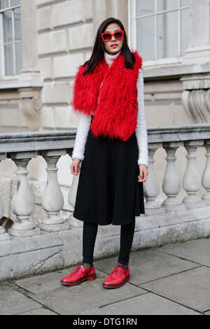 London, UK. 15th Feb 2014. Model Thuy Hoang arriving at Somerset House  Credit:  dpa picture alliance/Alamy Live News - Stock Image