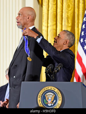 United States President Barack Obama presents the Presidential Medal of Freedom to former NBA star Kareem Abdul - Stock Image