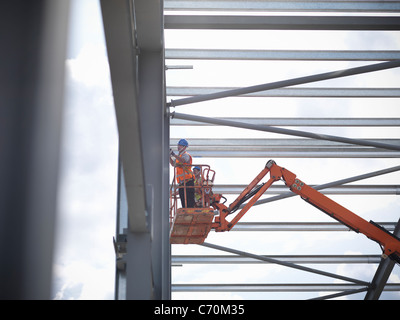 Construction workers in cherry picker - Stock Image