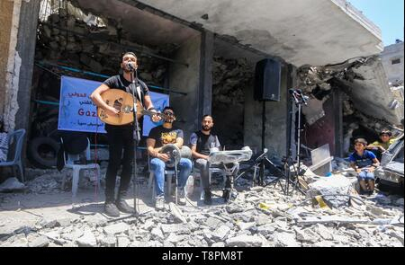 Gaza City, Palestine. 14th May, 2019. Palestinian band perform at Gaza city on the rubble of a building destroyed by Israeli air strikes during a musical event calling for a boycott of the Eurovision Song Contest hosted by Israel, Credit: Mahmoud Khattab/Quds Net News/ZUMA Wire/Alamy Live News - Stock Image