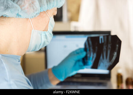 A female doctor is looking at a x-ray - Stock Image