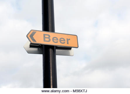 Southampton UK Beer signe devant un pub de la ville. - Image de l'éditeur