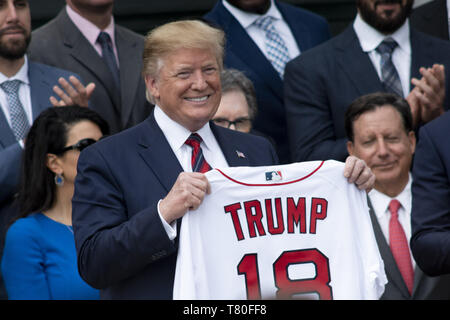 May 9, 2019, Washington, District of Columbia, U.S.: President DONALD TRUMP receives a Boston Red Sox shirt emblazoned with TRUMP and number 18 as he welcomes the team to the White House as the 2018 World Series Champions. Credit: Douglas Christian/ZUMA Wire/Alamy Live News - Stock Image