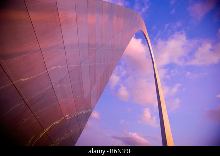 St. Louis Gateway Arch at twilight, St. Louis, Missouri - Stock Image
