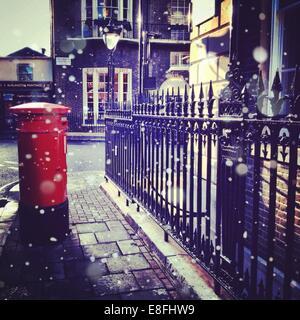 United Kingdom, London, Greater London, Post box and iron railing - Stock Image