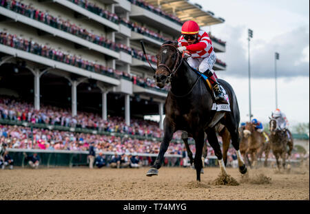 Louisville, KY, USA. 3rd May, 2019. May 3, 2019 : Serengeti Empress, #13, ridden by Jose L Ortiz, wins the Longines Kentucky Oaks on Kentucky Oaks Day at Churchill Downs on May 3, 2019 in Louisville, Kentucky. Scott Serio/Eclipse Sportswire/CSM/Alamy Live News - Stock Image