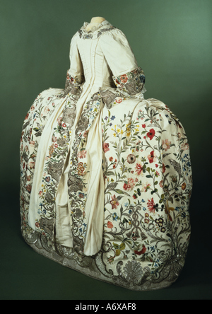 Mantua and petticoat. Silk and silver thread embroidered. England, mid 18th century. - Stock Image