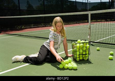 Californie, USA, 11-12, vieux, vieux, 6, classe, fille 10-11, année, bâtiment, pyramide, balles, forme