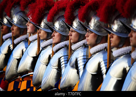Holy See, Vatican. 6th May, 2019. Swearing-in ceremony of the new recruits of the SwissGuard in the Cortile di San Damaso at the Vatican Credit: Evandro Inetti/ZUMA Wire/Alamy Live News - Stock Image
