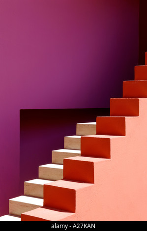 coloured steps in a Spanish villa designed by architects Legorreta & Legorreta - Stock Image