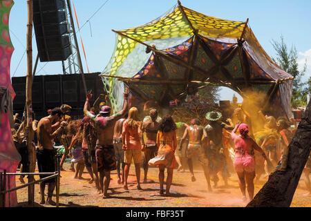 Crowd dancing at electronic music festival at Praia dos Garcez, Bahia, Brazil. - Stock Image