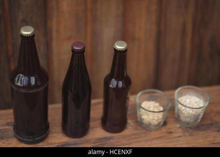 Bouteilles de bière maison et ingrédients - Image