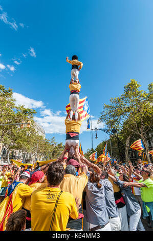 Barcelona, Spain. 11th Sep, 2017. Thousands of pro-independence flags (estelades) fill Barcelona streets. People doing a human tower (castell), catalonia national day. Credit: lophius/Alamy Live News - Stock Image