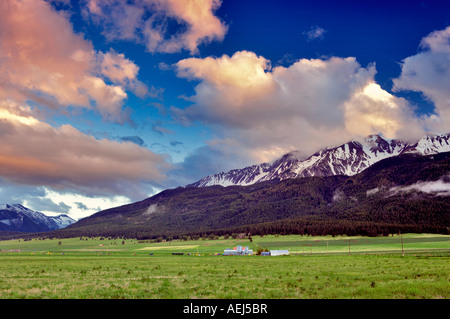 Farmland near Joseph Oregon with sunset clouds over the Wallowa Mountains - Stock Image