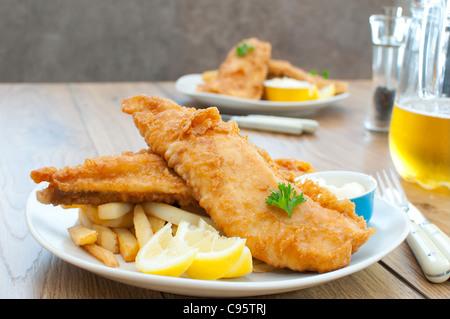 Filets de poisson frit avec frites - Image
