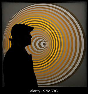 Silhouette of a man in front of Victor Vasarely op art painting in Paris - Stock Image