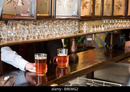 L'Agneau un pub traditionnel au centre de Londres dirigé par brasseur de bière bière bien connu de Grande-Bretagne - Image