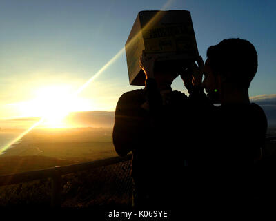 Christchurch, Dorset, UK, 21 August 2017. Viewing the partial solar eclipse at Hengistbury Head with a pinhole camera made from a cardboard box. Credit: John Beasley/Alamy Live News - Stock Image