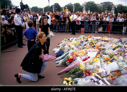 Buckingham Palace London September 1997 UK death Diana Princess of Wales flowers left as a floral tribute to her public display of grief  HOMER SYKES - Stock Image