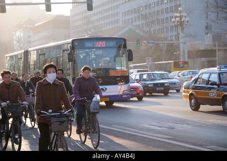 Cycliste portant un masque à Beijing - Image