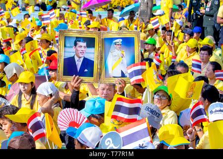 Bangkok, Thailand. 05th May, 2019. His Majesty the King proceeds through the streets of Bangkok to show himself to the thai people Coronation of thai king Rama X, Bangkok, 05-05-2019 Credit: Albert Nieboer Netherlands OUT |/dpa/Alamy Live News - Stock Image