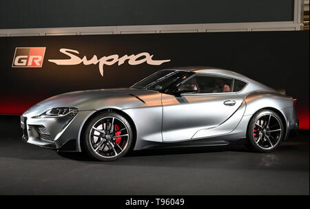 Tokyo, Japan. 17th May, 2019. The fifth-generation Toyota Supra makes its re-debut in Tokyo on Friday, may 17, 2019, after 17 years of absence. Partnering with BMW, the 2020 model shares the same, basic platform as the new BMW Z4. Credit: Natsuki Sakai/AFLO/Alamy Live News - Stock Image