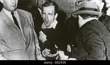 LEE HARVEY OSWALD (1939-1963) is shot by Jack Ruby in the basement of Dallas Police HQ, 24 November 1963. - Stock Image