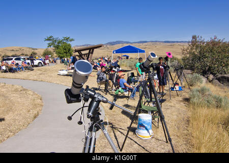 People viewing 2017 United States Solar Eclipse - Stock Image
