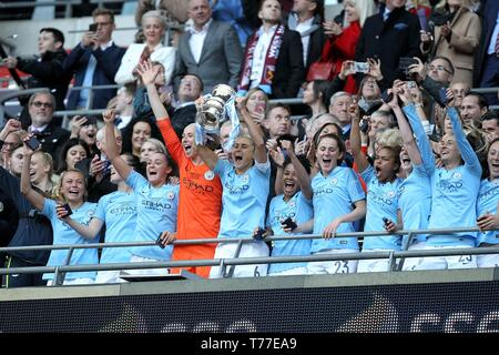 London, UK. 04th May, 2019. Manchester City celebrate winning the FA Women's Cup Final match between Manchester City Women and West Ham United Ladies at Wembley Stadium on May 4th 2019 in London, England. Credit: PHC Images/Alamy Live News - Stock Image