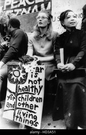 Vanessa Redgrave and Madame Linh Qui, from Hanoi at a protest rally in Trafalgar Square, London, England, 5/9//70 - Stock Image