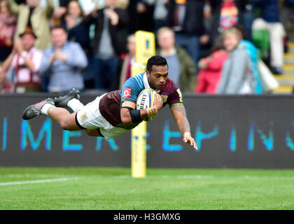 London, UK. 8th October, 2016.  Alofa Alofa of Harlequins scored a try during Aviva Premiership Rugby game between - Stock Image