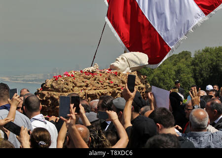 Bkerki, Lebanon. 15th May, 2019. Lebanese monks carry the coffin of late Christian Maronite Patriarch Cardinal Nasrallah Sfeir during his funeral service in front of the Maronite Patriarchate. Nasrallah Boutros Sfeir, the patriarch of Lebanon's largest Christian body the Maronite Church, died on 12 May 2019 at the age of 99. Credit: Marwan Naamani/dpa/Alamy Live News - Stock Image