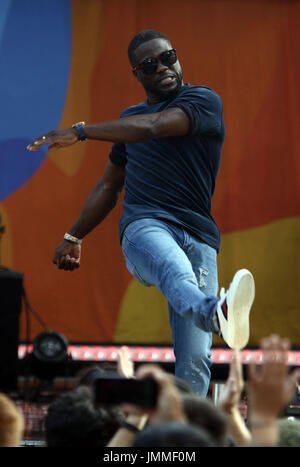 New York, New York, USA. 28th July, 2017. Actor KEVIN HART kicks a beach ball to the audience at 'Good Morning America' in Central Park. Credit: Nancy Kaszerman/ZUMA Wire/Alamy Live News - Stock Image