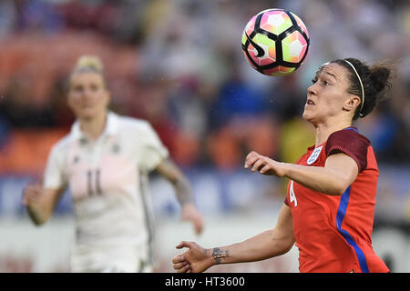 Washington DC, USA. 07th Mar, 2017. England's Lucy Bronze (4) keeps her eye on the ball during the match between - Stock Image