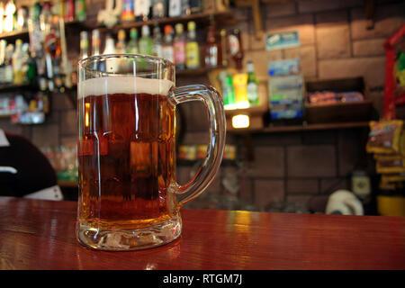 Chope de bière sur le bartop - Image