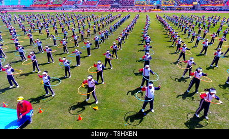 Shenyang, Shenyang, China. 14th May, 2019. Shenyang, CHINA-Hundreds of people do basketball and hula hoop exercises in Shenyang, Liaoning Province. Credit: SIPA Asia/ZUMA Wire/Alamy Live News - Stock Image