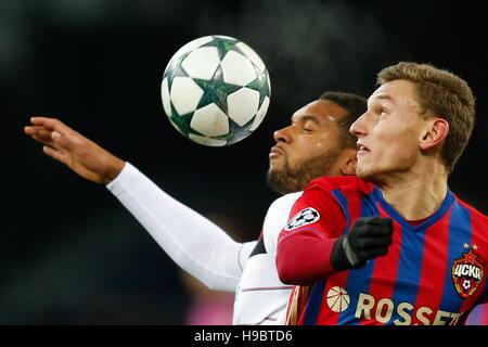 Moscow, Russia. 22nd Nov, 2016. Bayer 04 Leverkusen's Jonathan Tah (L) and CSKA Moscow's Fedor Chalov in - Stock Image