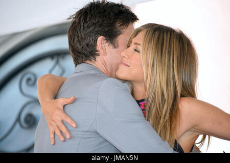 Los Angeles, USA. 26th July, 2017. LOS ANGELES, CA. July 26, 2017: Actors Jason Bateman & Jennifer Aniston at the Hollywood Walk of Fame Star Ceremony honoring actor Jason Bateman. Picture Credit: Sarah Stewart/Alamy Live News - Stock Image