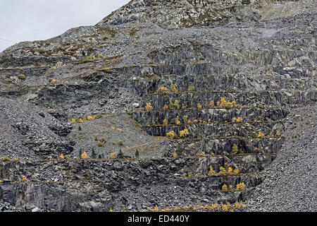 Tailings and benches of waste stone in Penrhyn slate quarry, Bethesda, North Wales, UK - Stock Image