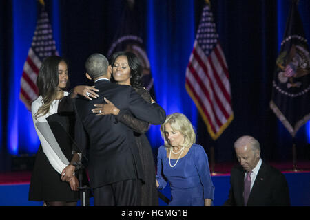 Chicago, Illinois, USA. 10th Jan, 2017. President Obama hugging the First Lady, Michelle Obama, at the end of his - Stock Image