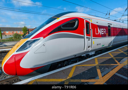 Grantham, Lincolnshire, UK. 16th May 2019.   The first ever London North Eastern Railway (LNER) Azuma passenger train stops in Grantham.  It was on the inaugural Azuma train service from Hull to London.  Hull is the first destination to have an entirely Azuma LNER operated service on the East Coast route.  The Azuma train entered service this week with LNER on the East Coast route from London King¡¯s Cross to Yorkshire, as the first of sixty-five new trains came into service to replace the existing fleet on the East Coast route.    Credit: Matt Limb OBE/Alamy Live News - Stock Image