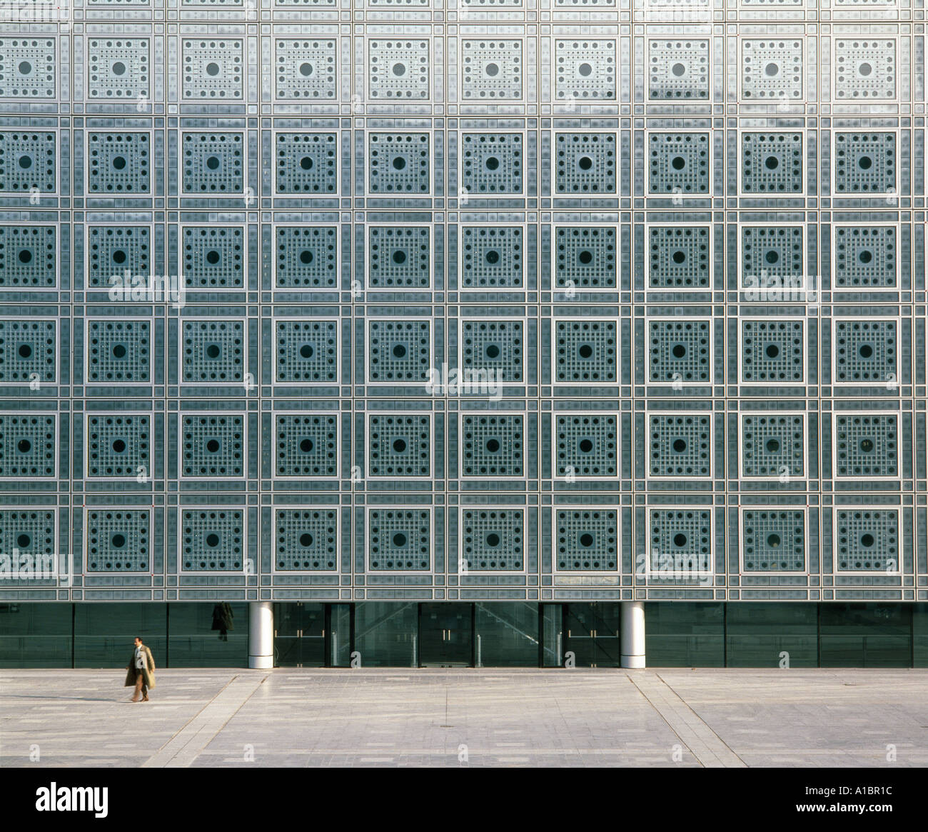 Institut du Monde Arabe, South facade, Paris, 1987. Photosensitive window screens. Architect: Jean Nouvel Stock Photo