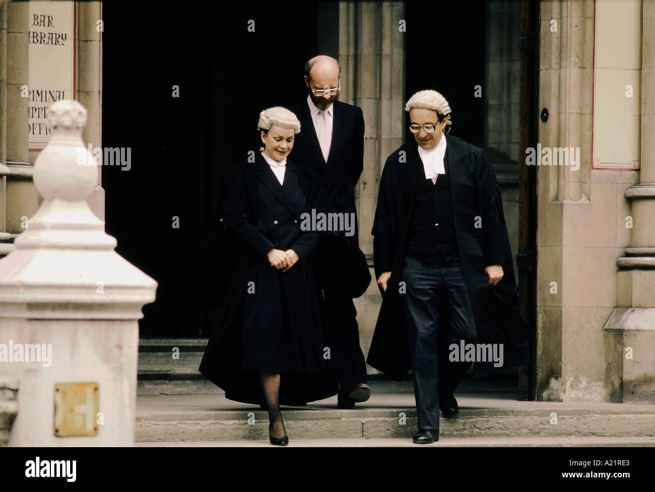 MALE FEMALE BARRISTER WEARING WIG GOWN LEAVING THE HIGH COURT LONDON ... 84c6302b3062