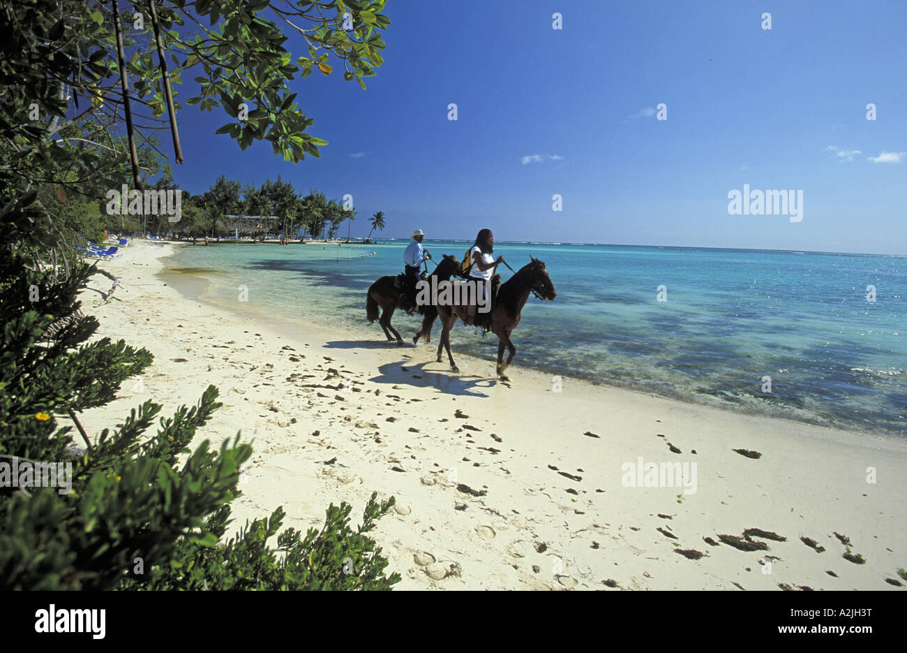 horseback-riders-on-the-beach-at-the-pun