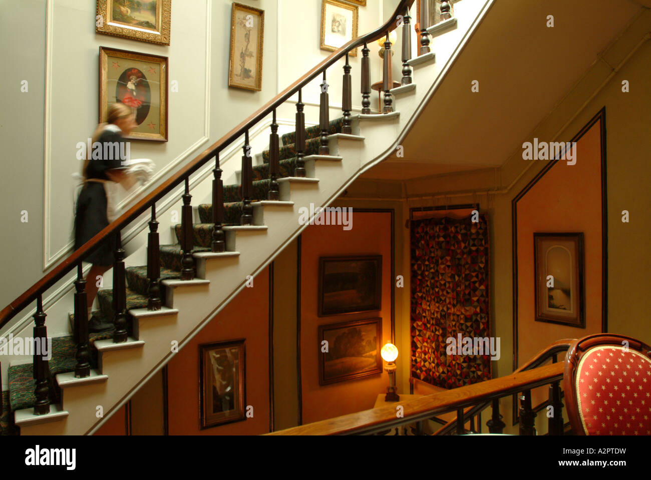 the-adelphi-hotel-grand-staircase-saratoga-springs-ny-A2PTDW.jpg